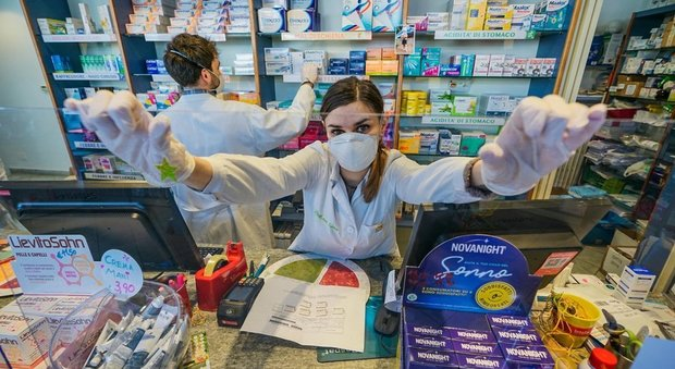 """Farmacisti collaboratori: """"Rinnovo del contratto e riconoscimento come operatori al servizio del Ssn"""""""