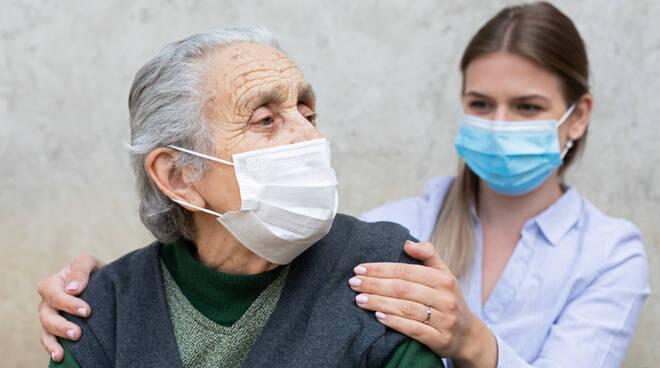 Non solo Covid: da SIMIT la guida sull'immunizzazione degli adulti fragili