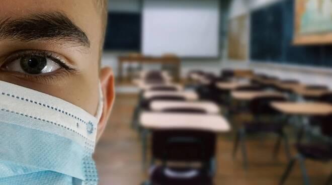 Scuola e Covid: l'odore acre della pandemia