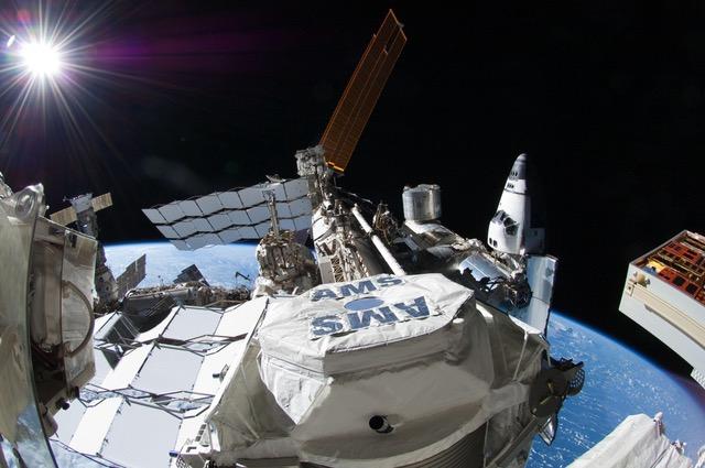 Dieci candeline per AMS-02, il rivelatore di particelle cosmiche