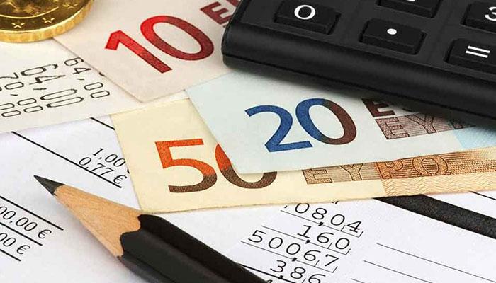 """Conti correnti: cosa rischia chi ha troppi risparmi """"fermi"""" in banca?"""